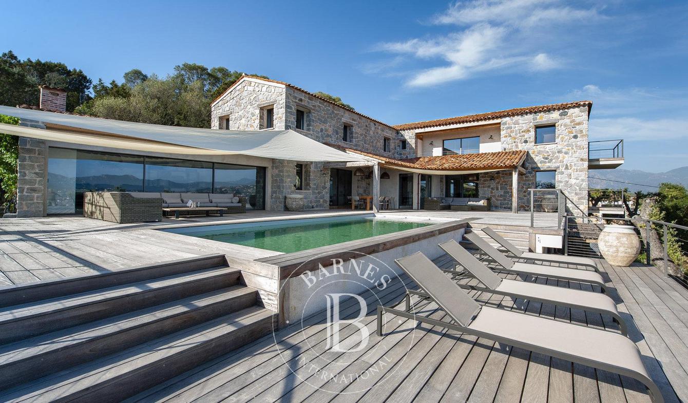 Seaside villa with pool Olmeto