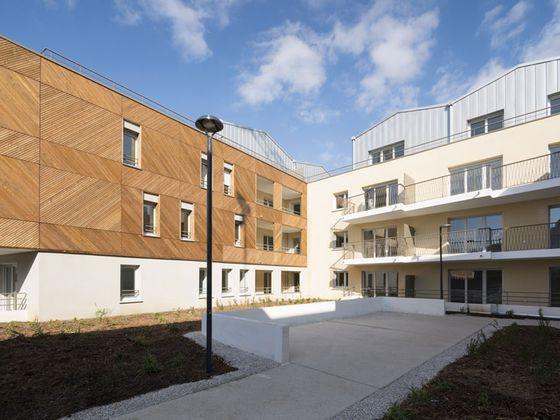 Une architecture raffinée et un grand jardin paysager à Castelnau-le-Lez.