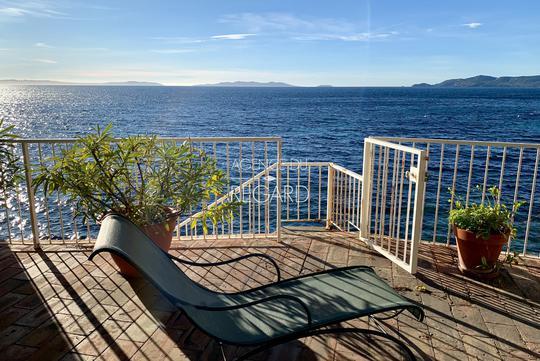 Villa en bord de mer avec terrasse