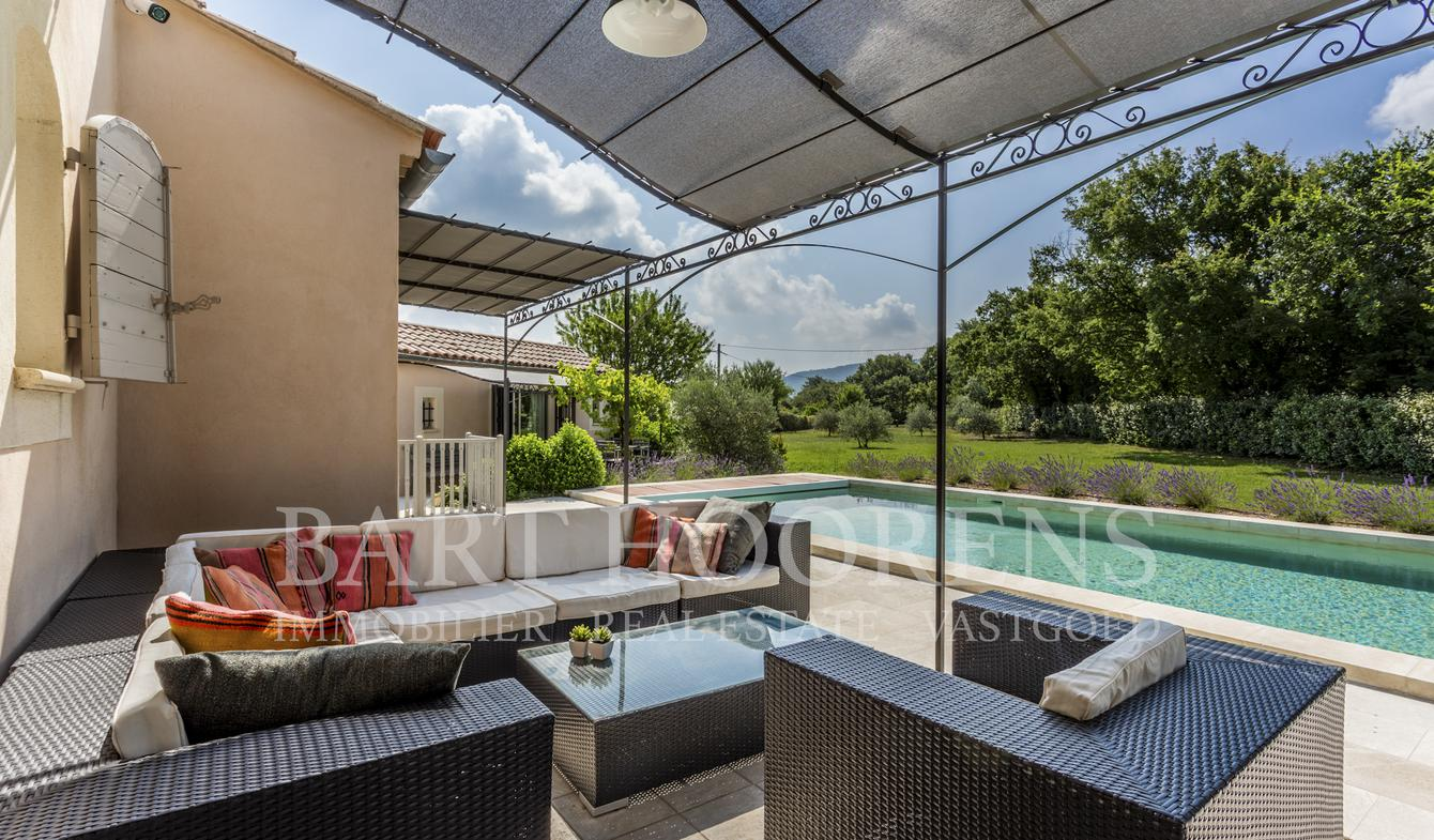 House with pool and garden Lacoste