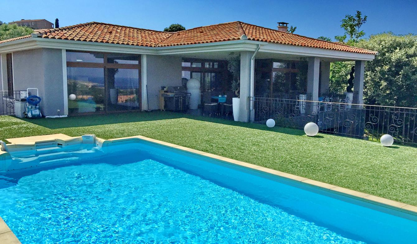 Villa avec piscine en bord de mer Lumio