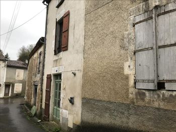 maison à Montbron (16)