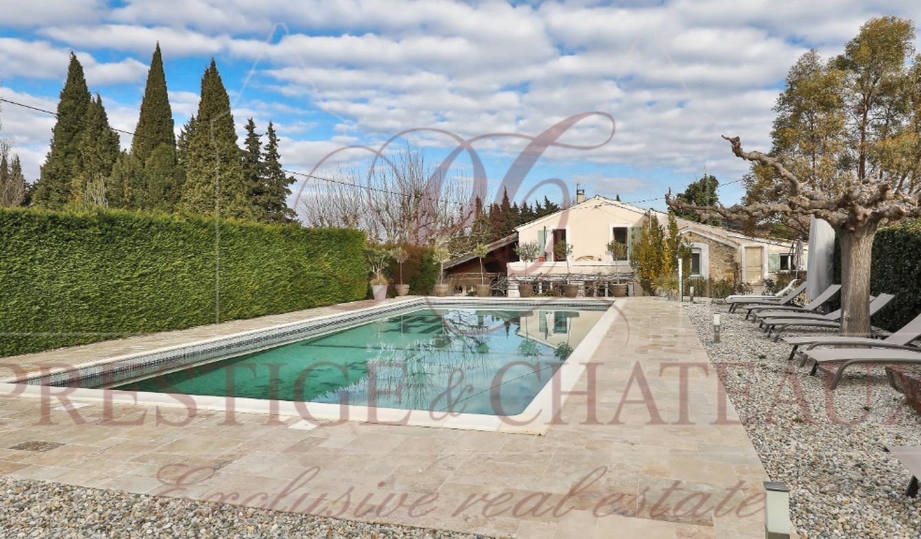 Farm house with pool Sainte-Cécile-les-Vignes