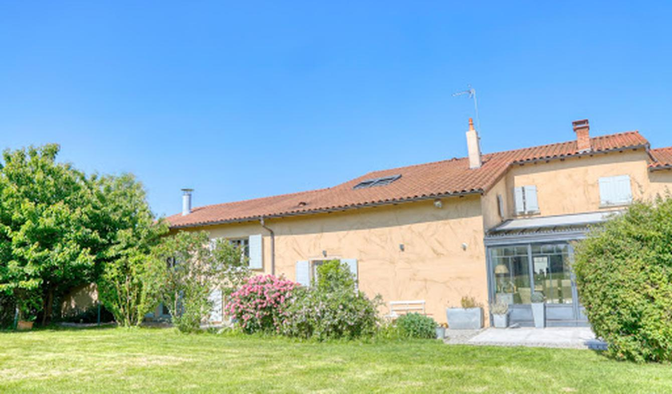 Property with pool Neuville-sur-Saône