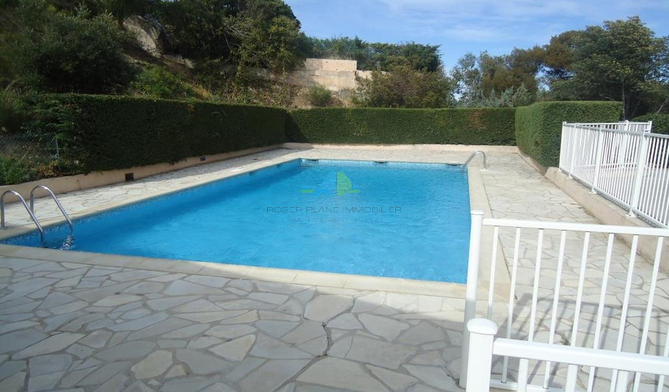 Apartment with pool Les issambres