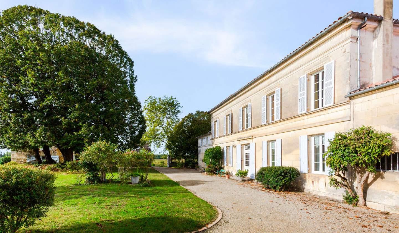 Maison avec piscine et terrasse Saintes