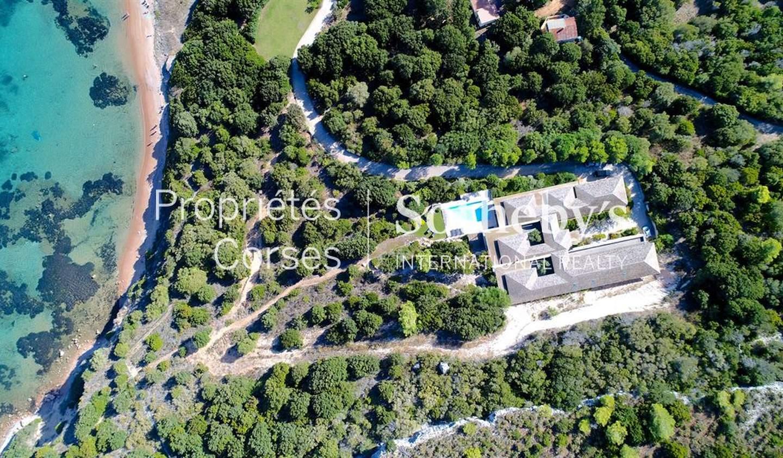 Property with pool Bonifacio