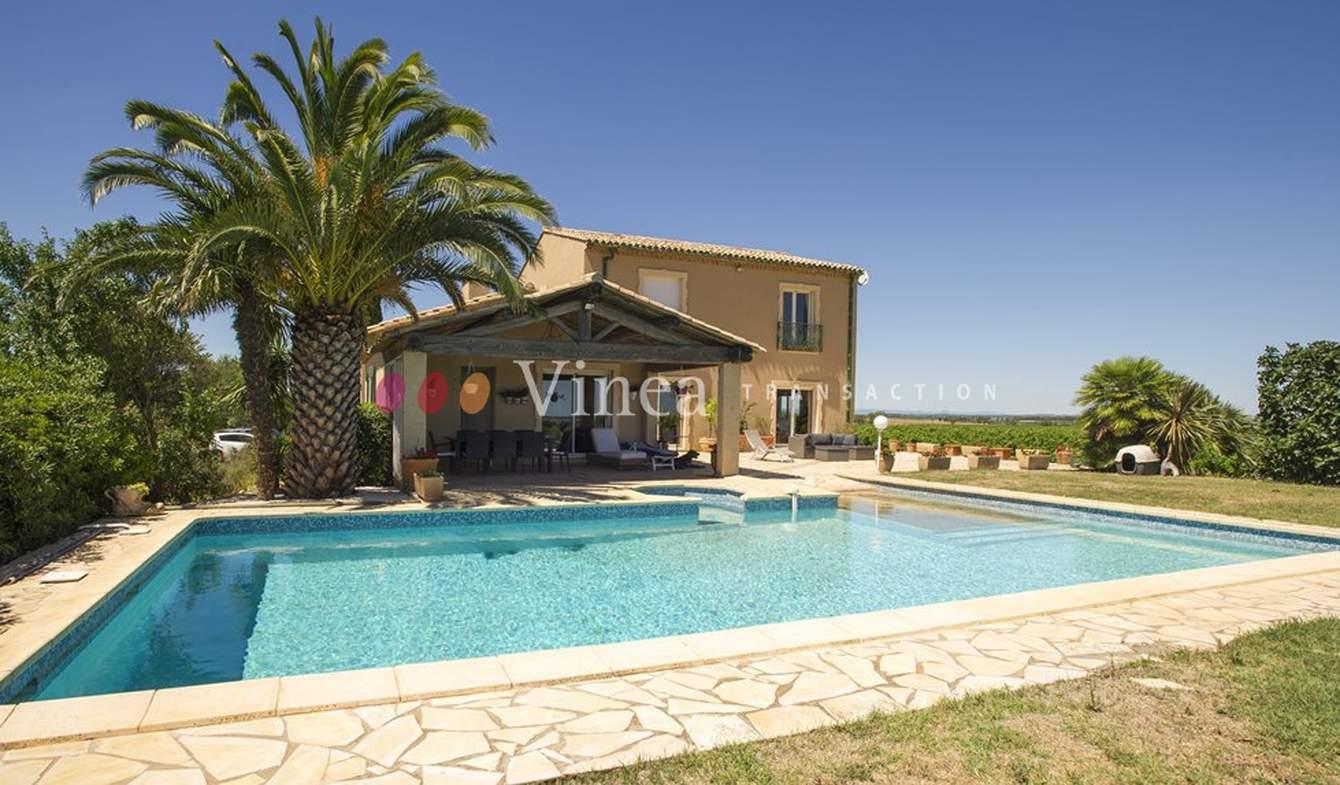Vignoble avec piscine et dépendances Hérault