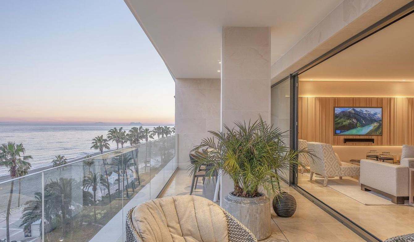 Contemporary apartment with terrace and pool Estepona