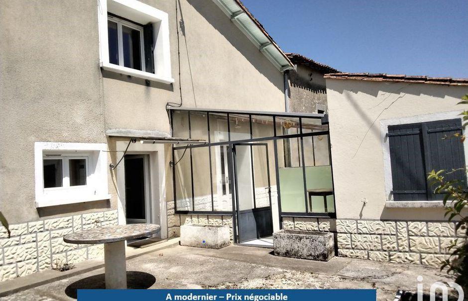 Vente maison 3 pièces 89 m² à Romazières (17510), 70 500 €
