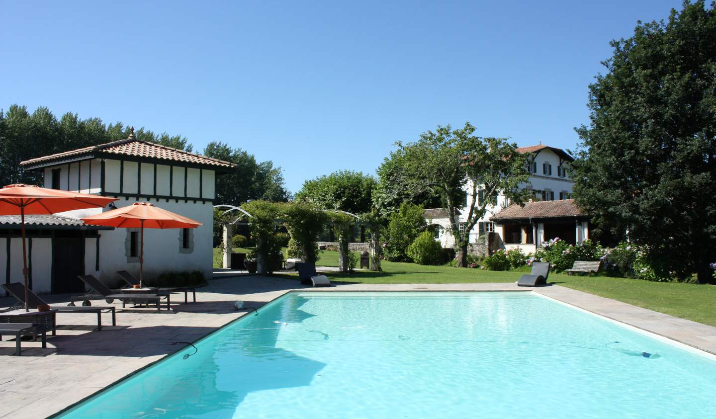 Property with pool Bayonne