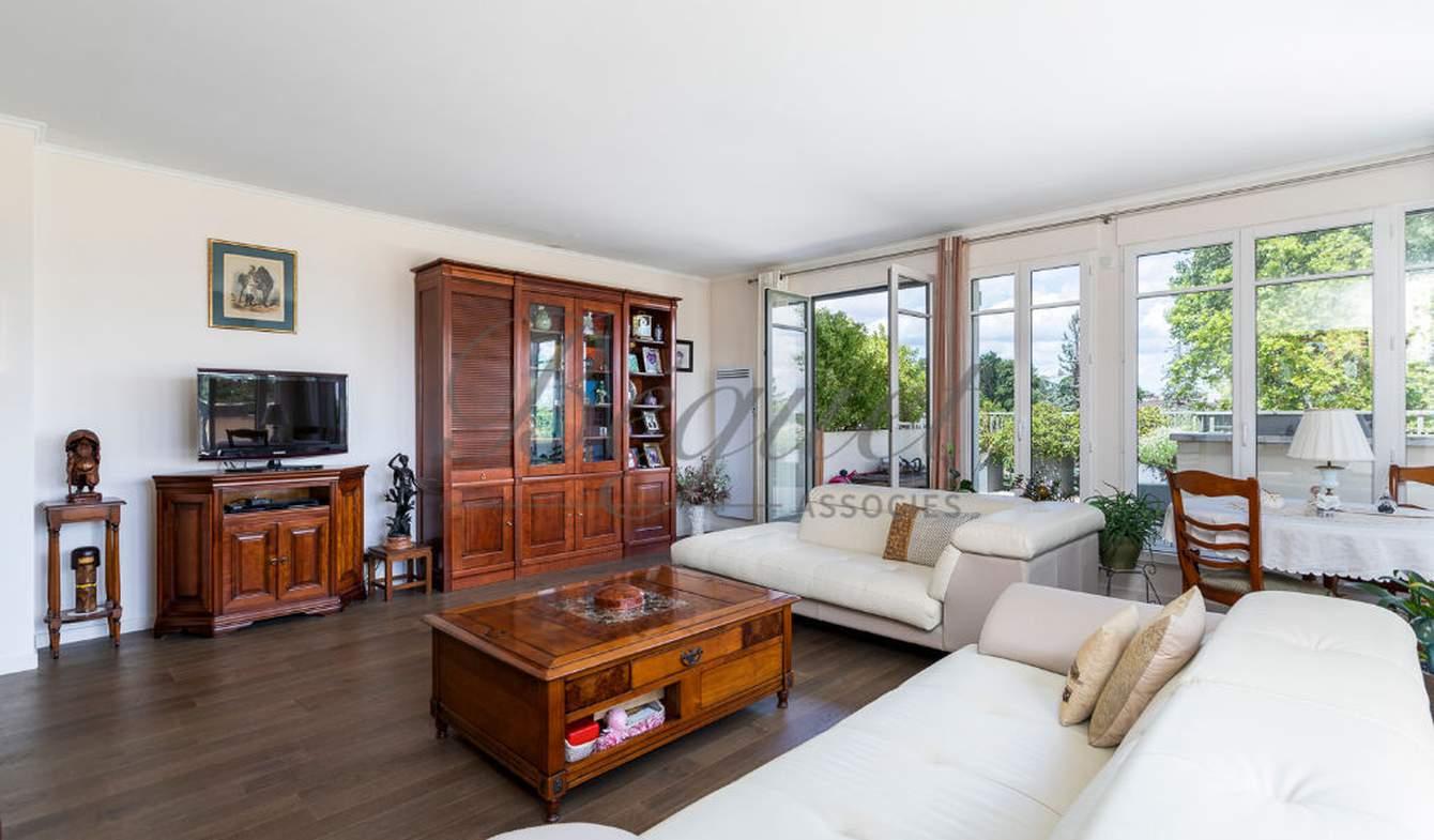 Appartement avec terrasse et piscine Garches