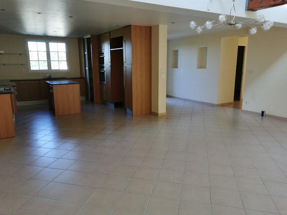 Location maison 7 pièces 195,21 m2