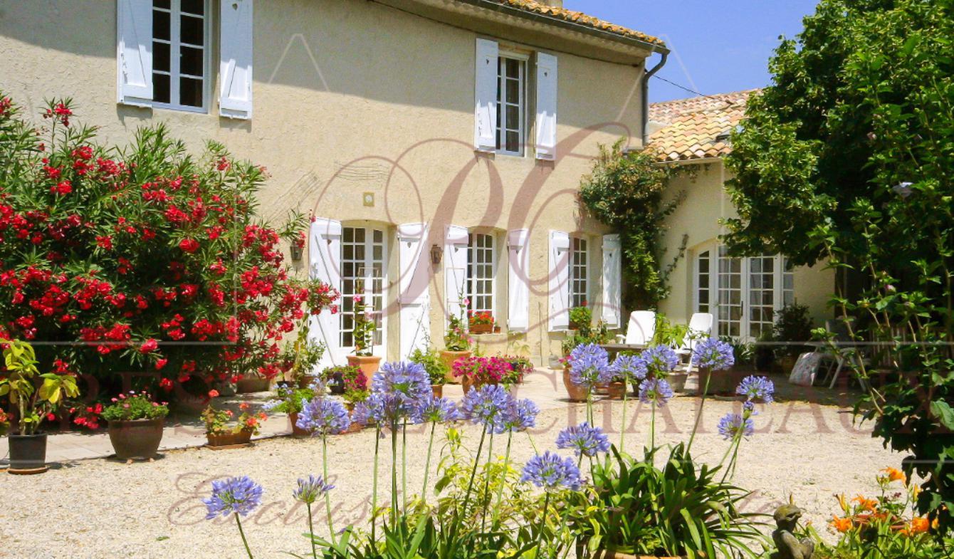 Farm house with pool Courthézon