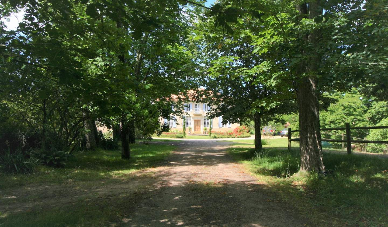 Propriété avec piscine et jardin Montfort-en-Chalosse