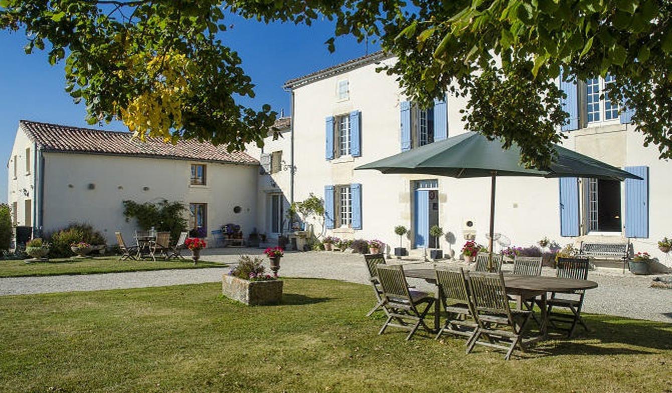 Maison avec piscine et terrasse Loulay