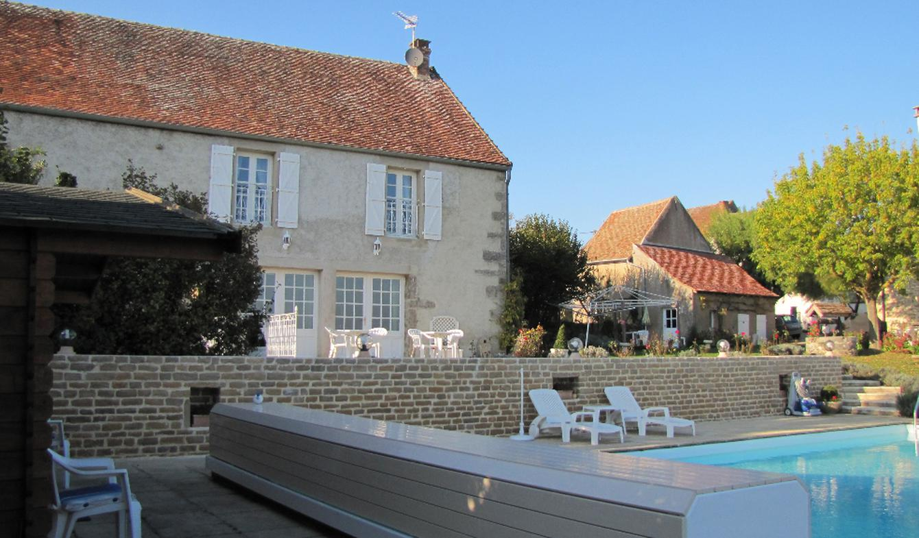 House with pool and terrace Saint-Léger-sur-Dheune