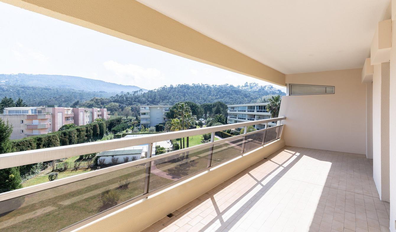Apartment with pool Mandelieu-la-Napoule