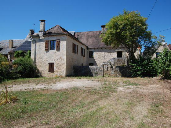 Location maison 3 pièces 900 m2