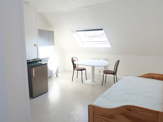 Location studio meublé 22,8 m2