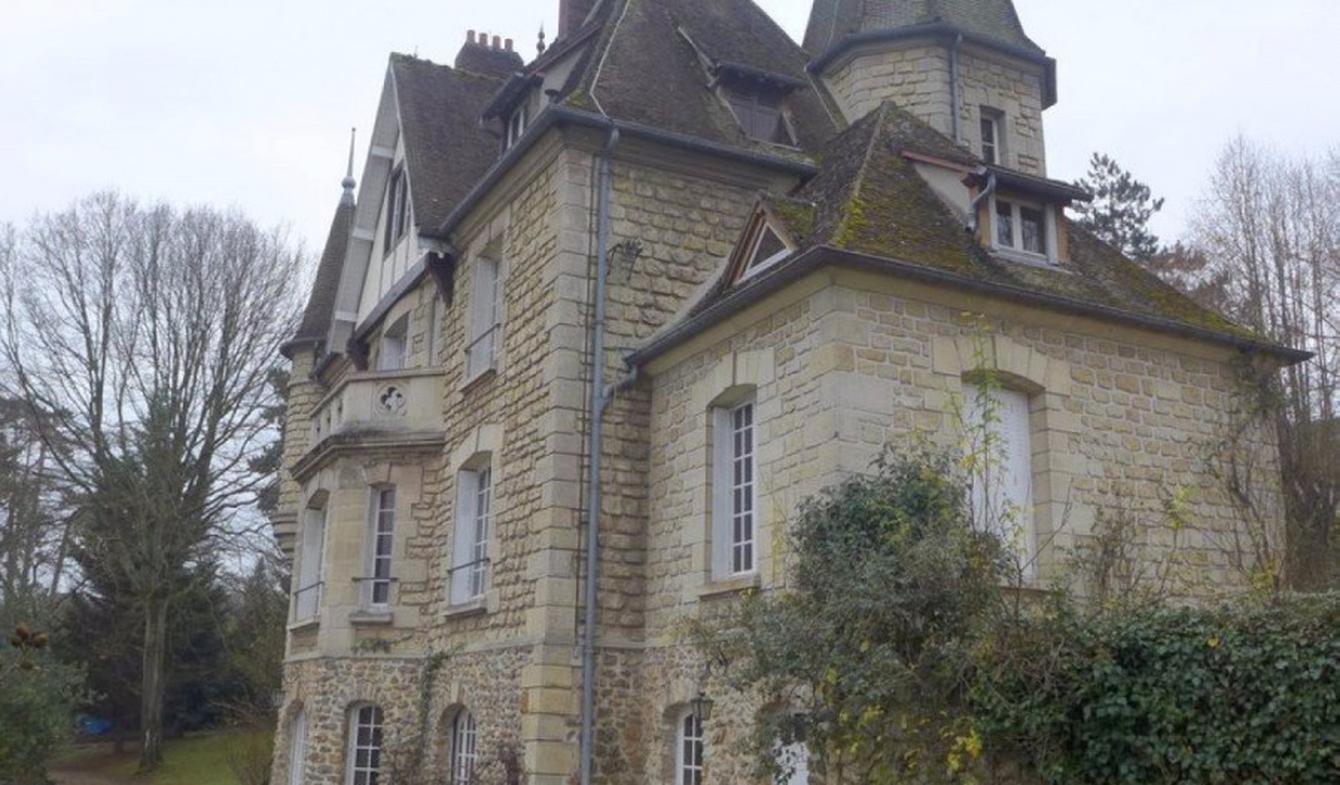 Castle Osny