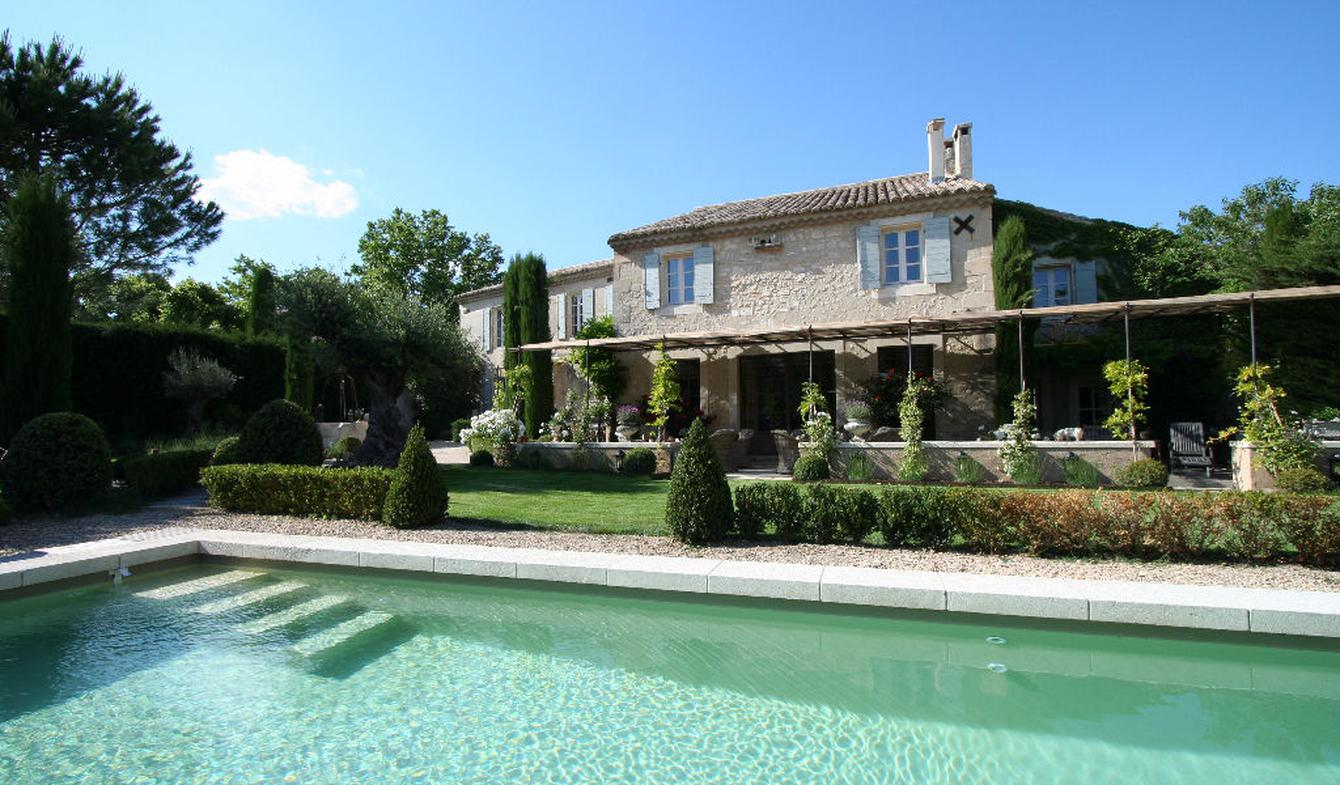 House with pool and garden Paradou