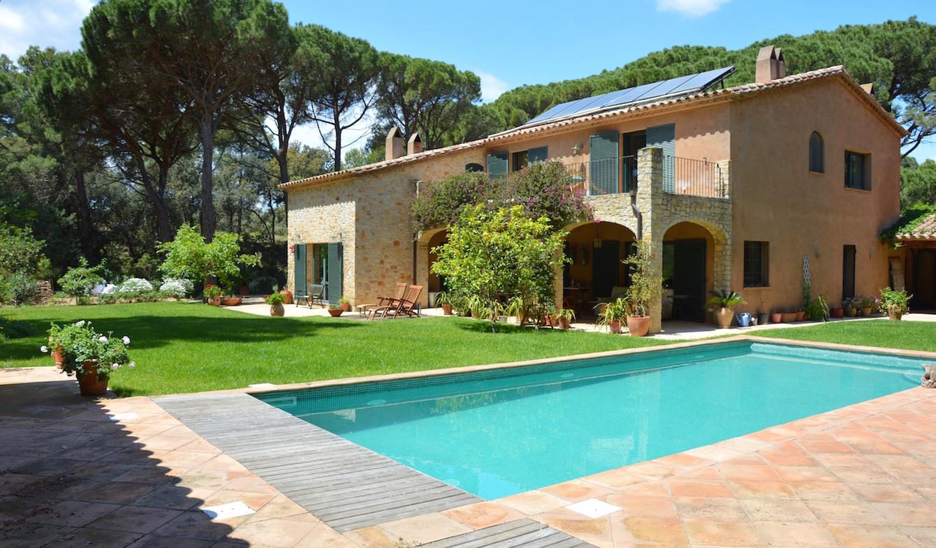 Villa with pool and garden Pals