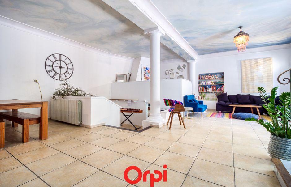Vente appartement 5 pièces 165 m² à Nimes (30000), 217 000 €