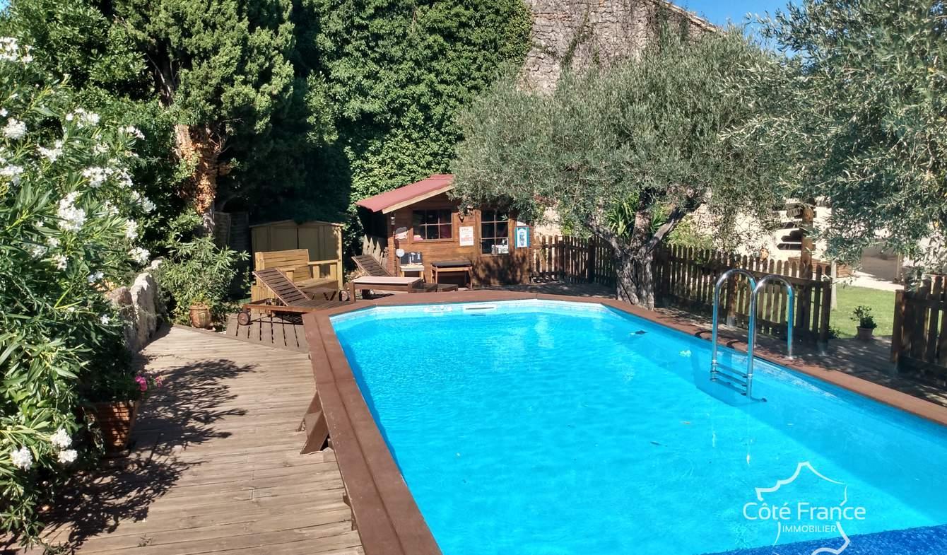 Villa avec piscine et terrasse Redessan