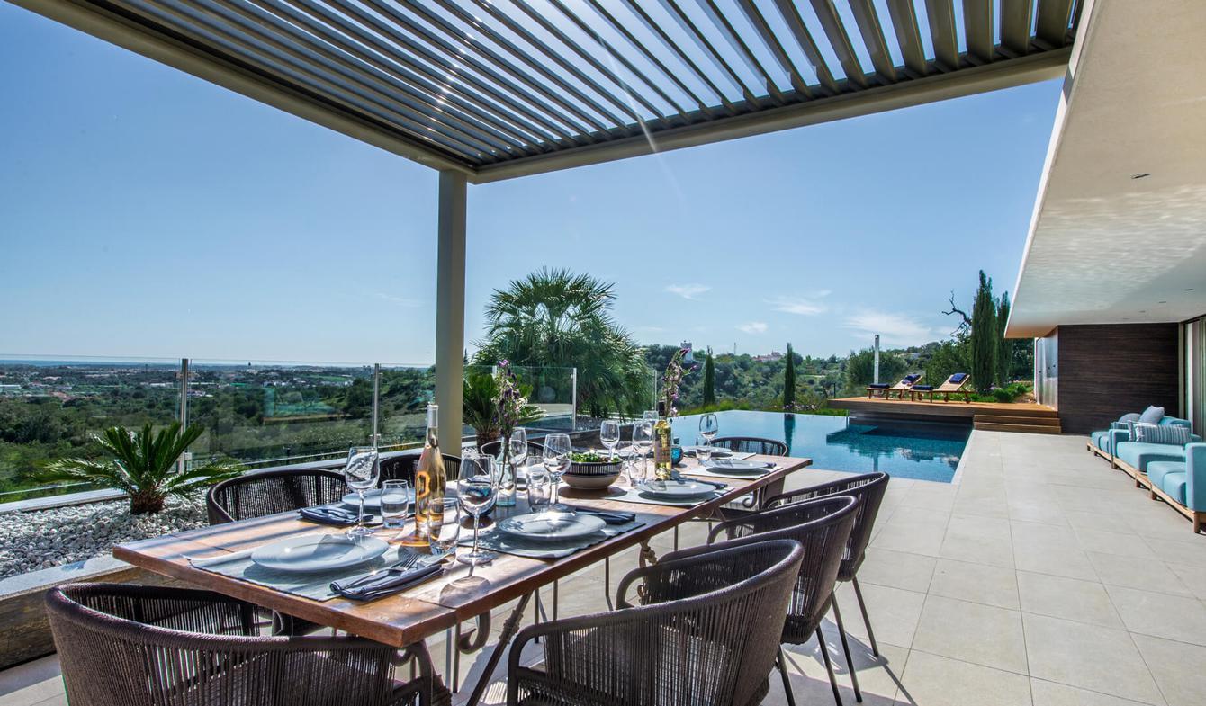 Villa with pool and garden Almancil