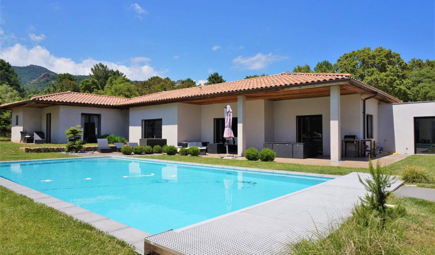Villa with pool and terrace Lecci