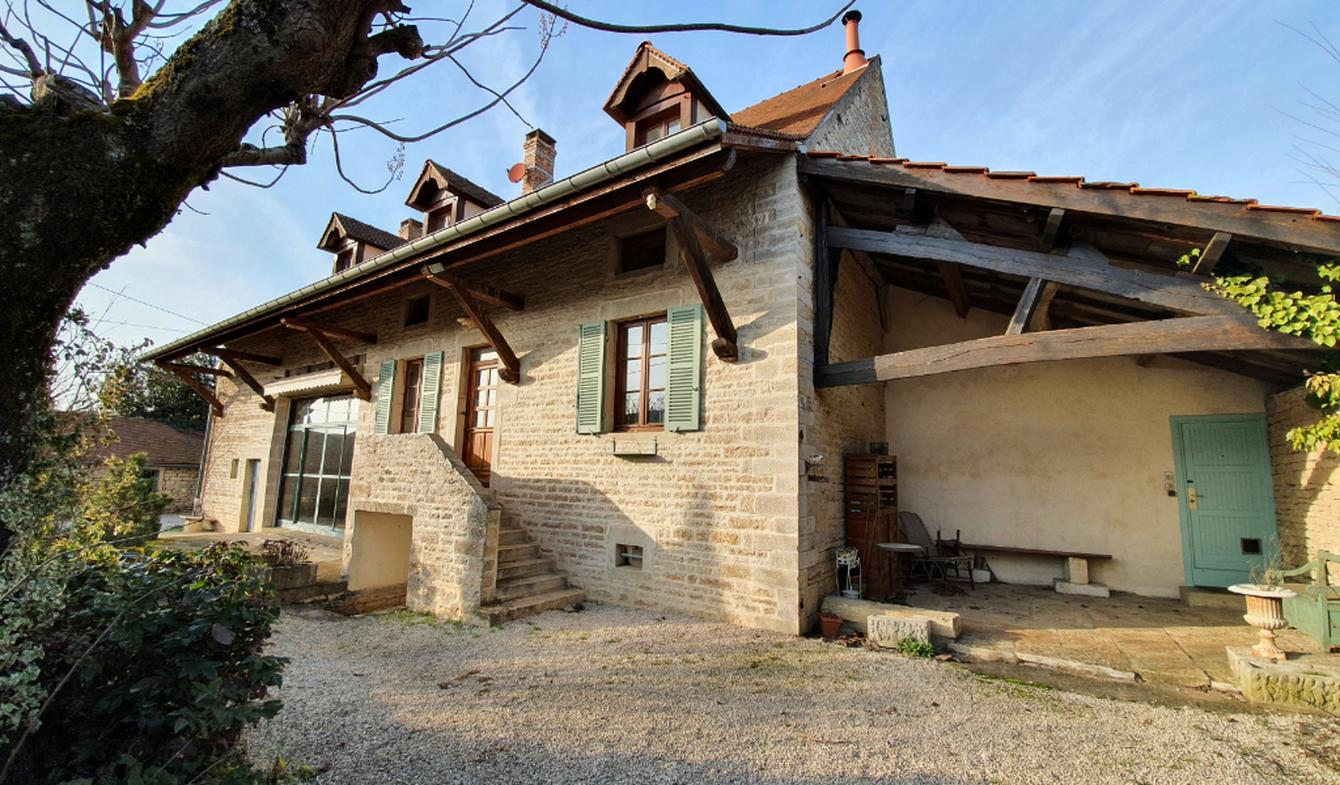 House with pool and terrace Beaune