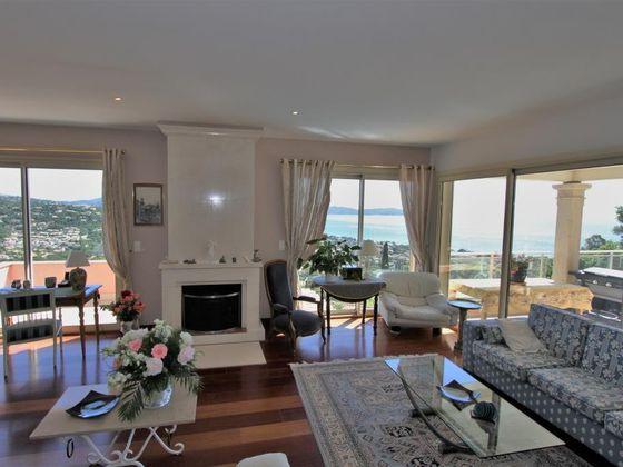 Vente propriété 8 pièces 270 m2
