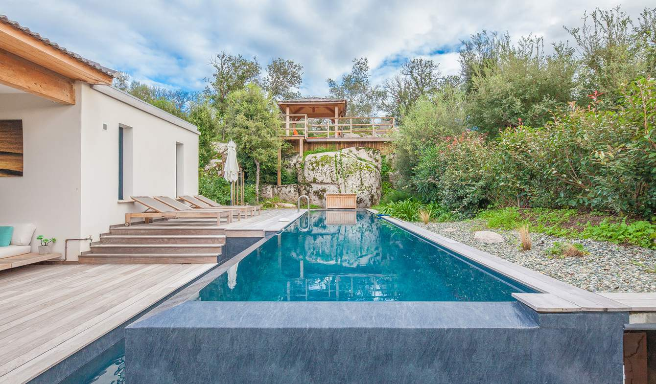 Bien atypique avec piscine Porto-Vecchio