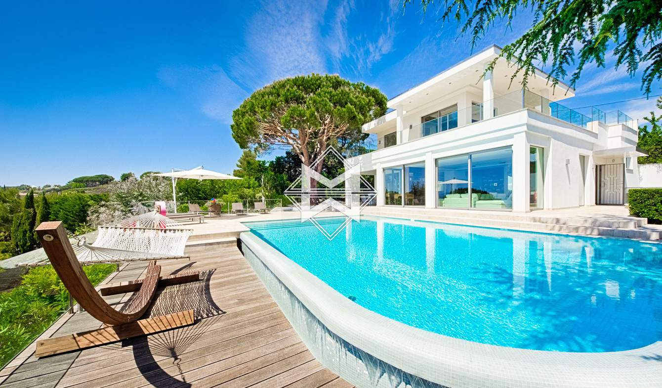 House with pool Cannes