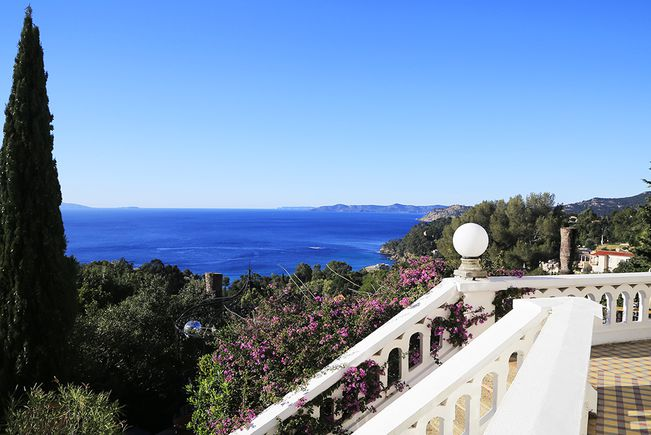 Property with Pool, Rayol-Canadel-sur-Mer