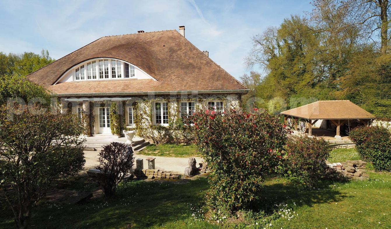 Villa avec piscine et terrasse Dammarie-les-Lys