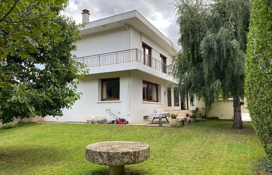 Vente maison 9 pièces 235 m² à Massiac (15500), 298 000 €
