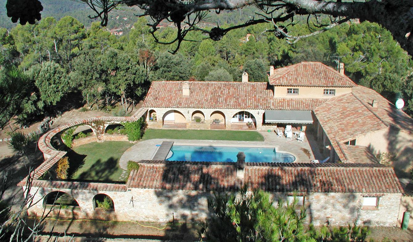 Property with pool Correns