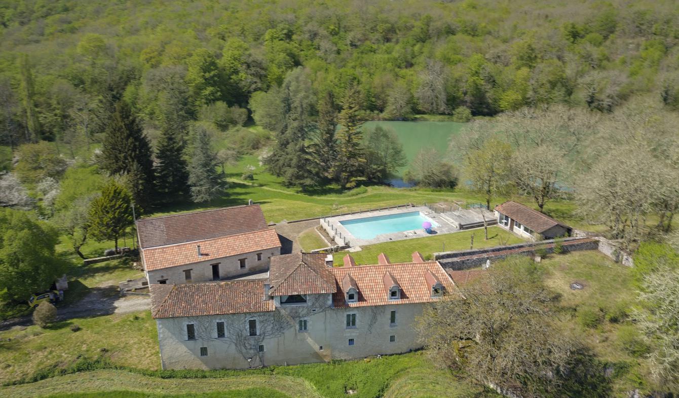 House with pool Brantôme