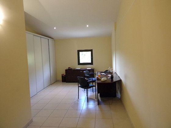 Location divers 3 pièces 100 m2