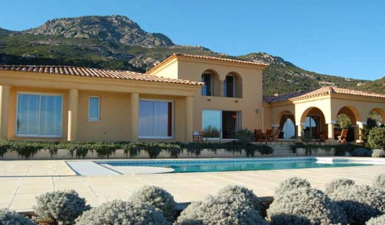 Maison avec piscine en bord de mer Calvi