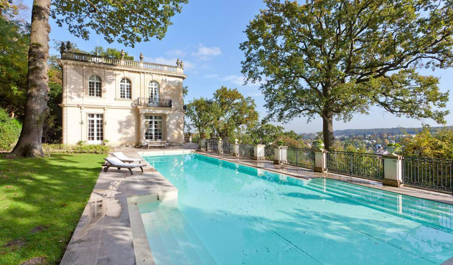 House with pool and terrace Saint-Cloud