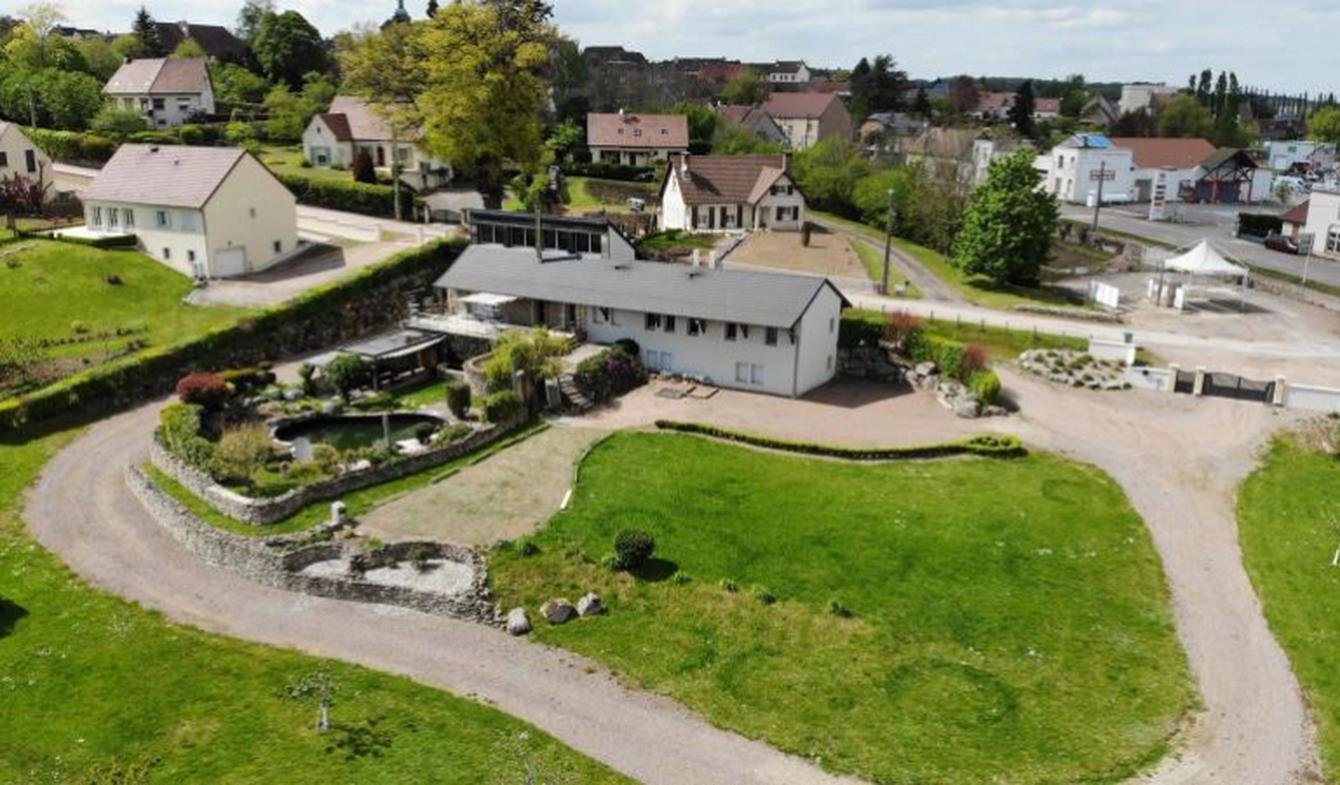 Maison avec piscine et terrasse Saulieu