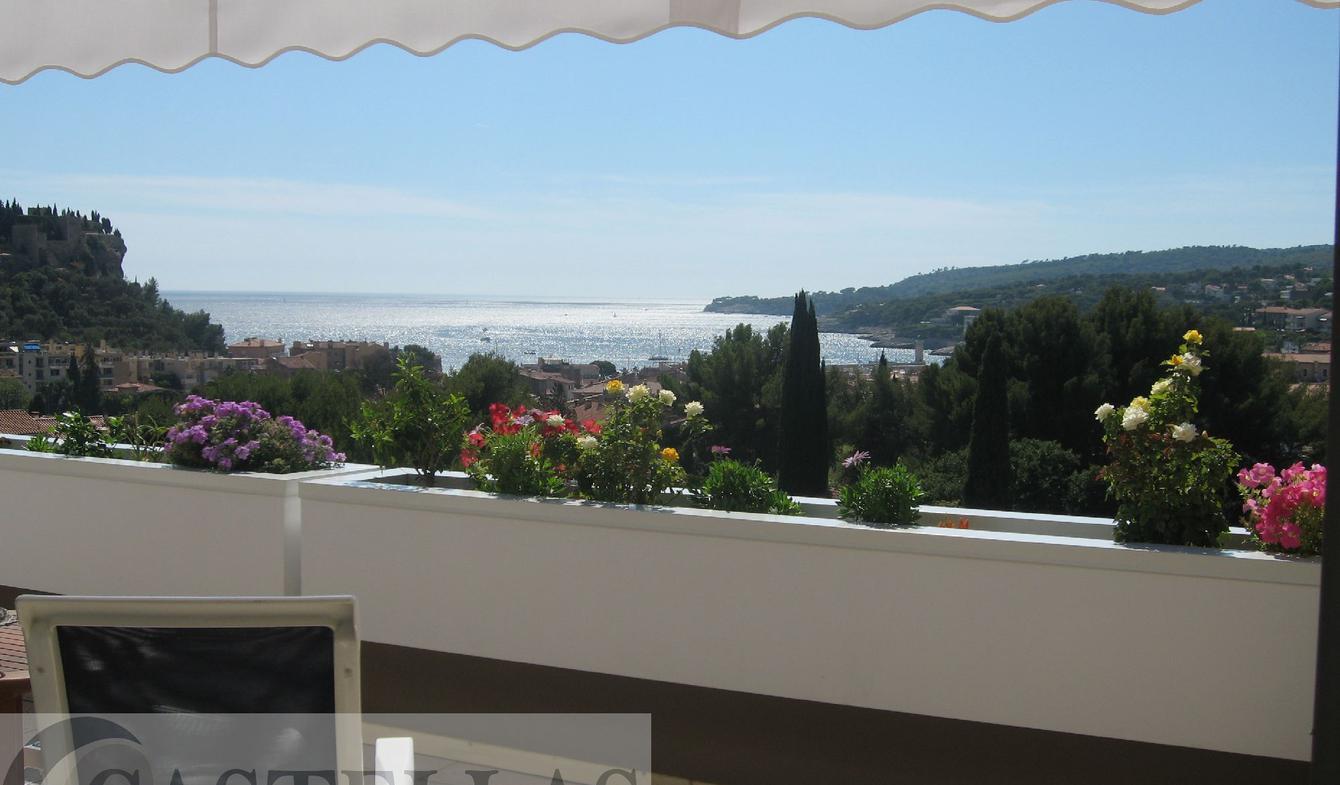 Appartement avec terrasse en bord de mer Cassis