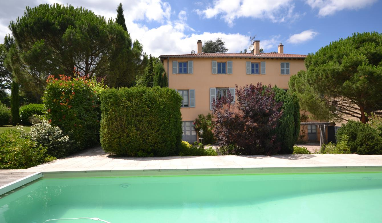 Property with pool Ecully