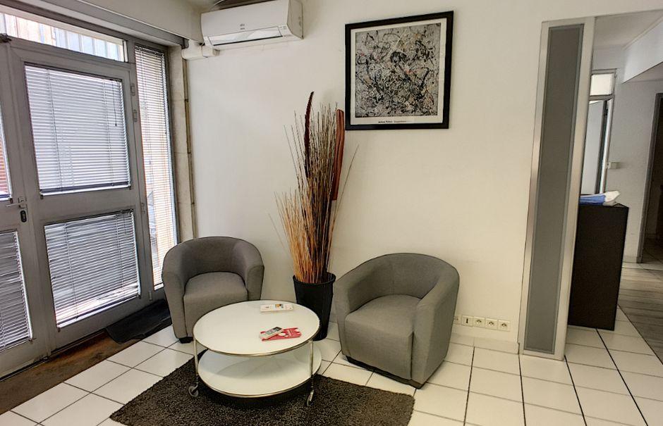 Location  locaux professionnels 5 pièces 86 m² à Avignon (84000), 1 450 €