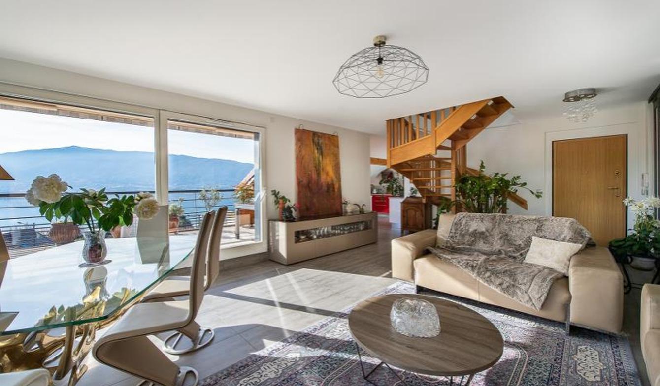 Appartement avec terrasse et piscine Veyrier-du-Lac