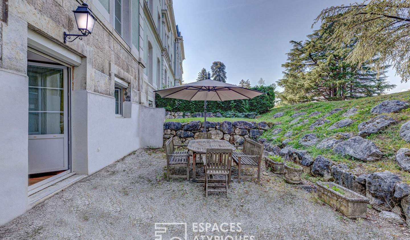 Apartment with terrace and pool Etrembières