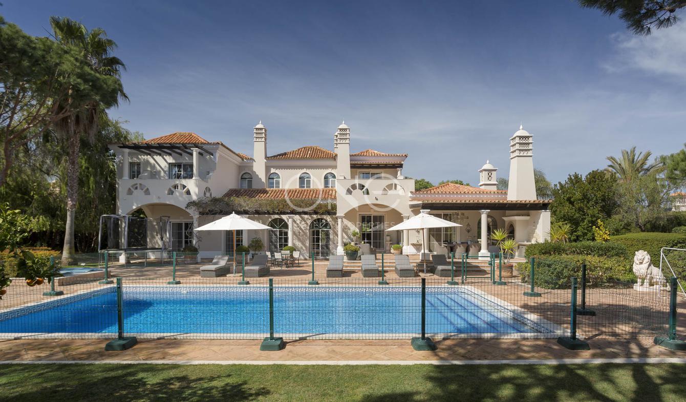Villa avec piscine en bord de mer Almancil